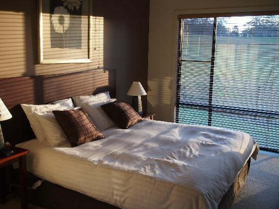 Rainbow Trail Chalets: Beautiful winter sun into the bedroom