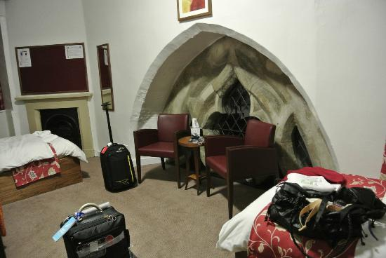 Durham Castle: twin room en suite