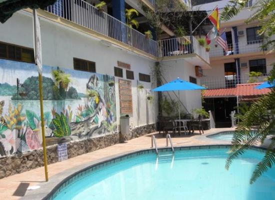 Hotel Los Arcos: R