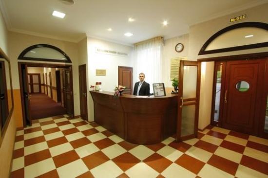 Los Hotel: Reception