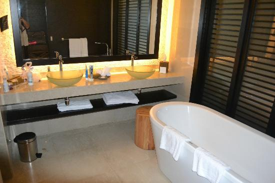 Rixos The Palm Dubai: bath area