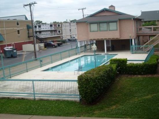 Tulsa Inn & Suites: Pool