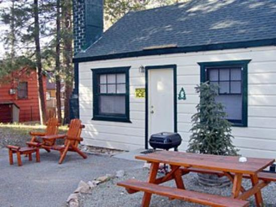Three Pines Lodge: Exterior View