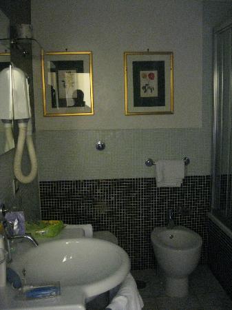 Hotel Medici: Banyo