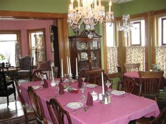 Niagara Inn Bed and Breakfast : Interior Dining Room