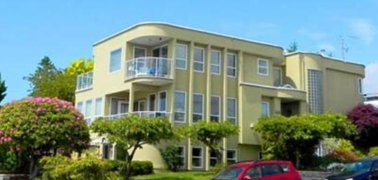 Star of the Sea B&B : White Rock Bed And Breakfast Side