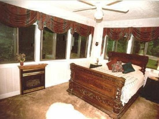 Tudor House Bed and Breakfast: Guest Room