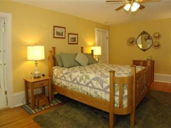 Plain & Fancy Bed & Breakfast : Guest Room