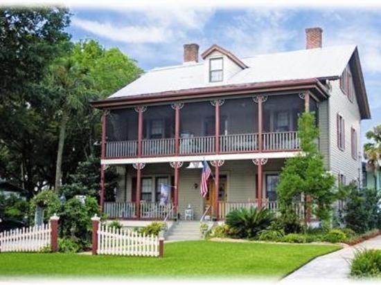 River Park Inn: Exterior Front
