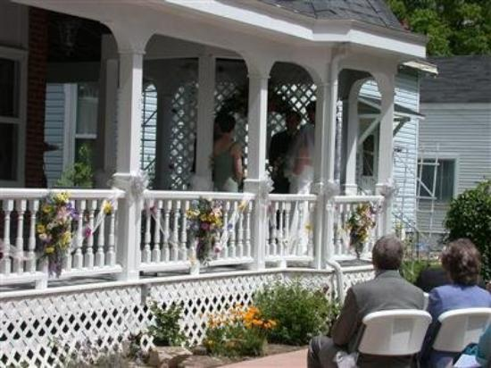 Andrea's Bed and Breakfast: Exterior Porch