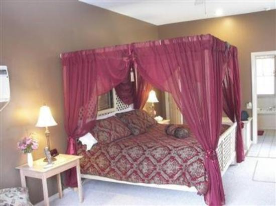 Country Chalet Inn: Guest Room