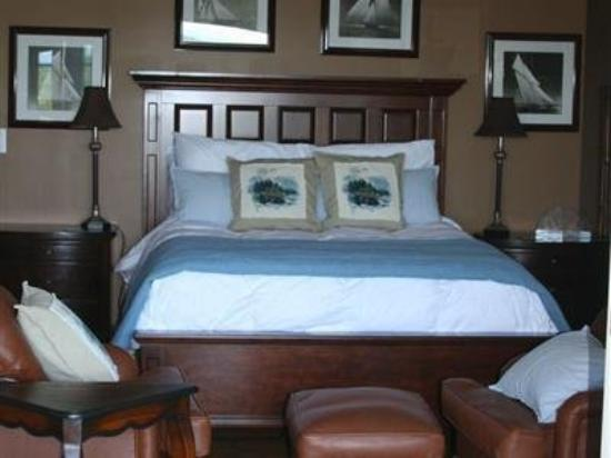 Three Pines View: Guest Room