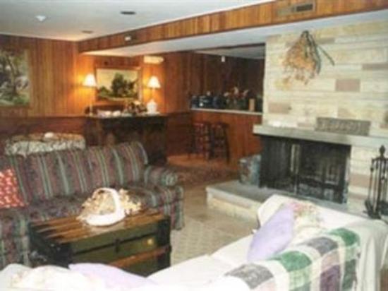 The Lodge at Fair Oaks: Interior Lobby
