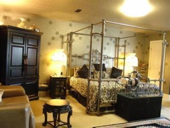 Matthews Manor Bed & Breakfast: Guest Room