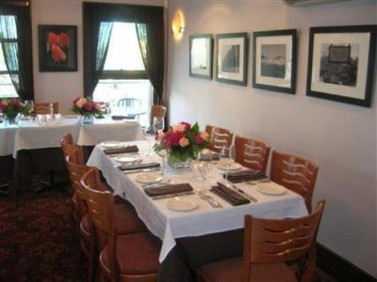 Enzo: Interior Dinning Room