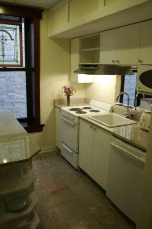 Ruby Room: Kitchen