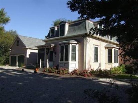 The Maple Street Inn: Exterior