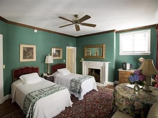 Taft Bridge Inn: Guest Room -OpenTravel Alliance - Guest Room-