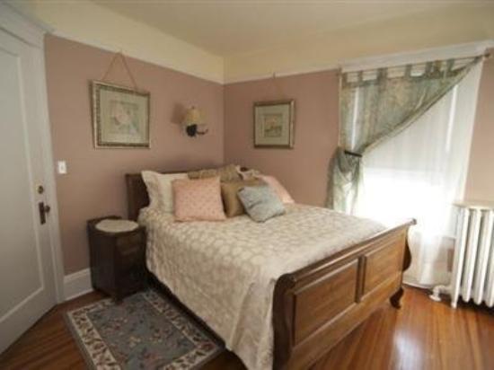 Pine Bush House Bed & Breakfast: Guest Room