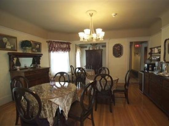 Pine Bush House Bed & Breakfast: Interior