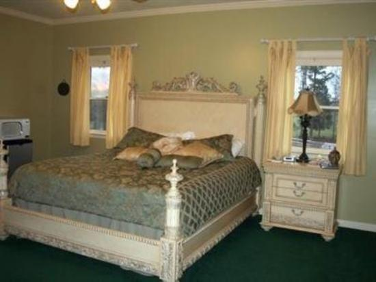 The Pecan Tree Inn of Hickory : Guest Room -OpenTravel Alliance - Guest Room-
