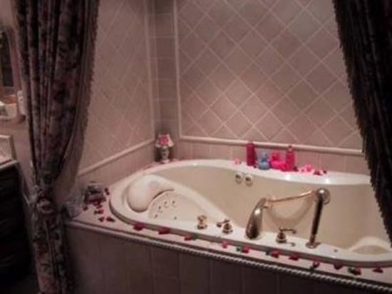 Angel's Dream Bed & Breakfast: Guest Room -OpenTravel Alliance - Guest Room-