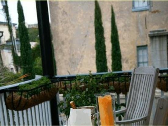 The Olde Savannah Inn: Exterior -OpenTravel Alliance - Exterior View-