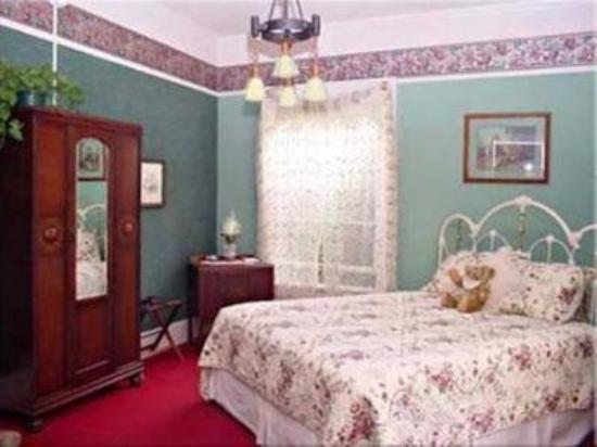 Olallieberry Inn