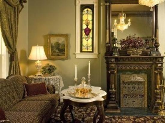 Silver Queen Bed & Breakfast: Living Room