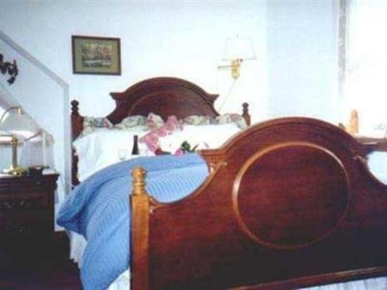 Lonesome Dove Bed and Breakfast: Guest Room