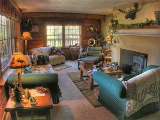 The Log House Lodge: Interior -OpenTravel Alliance - Lobby View-