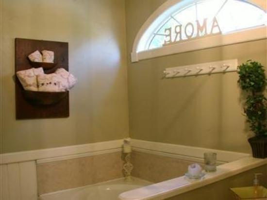 Apple Butter Inn: Guest Room Bath