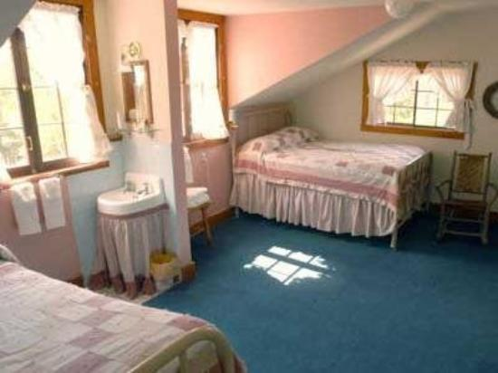 The Baldpate Inn: Guest Room