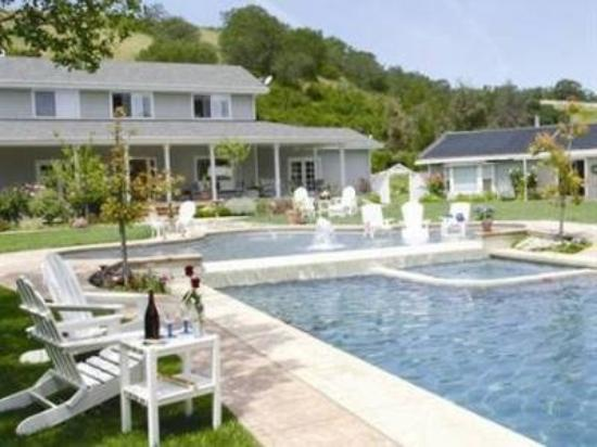 Hidden Hills Bed & Breakfast: Exterior Pool