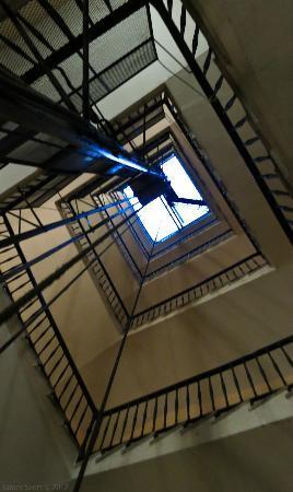 B&B Relais La Maison: stairwell / elevator shaft