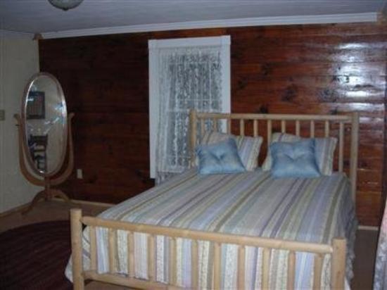 Blue Ridge B and B: Guest Room
