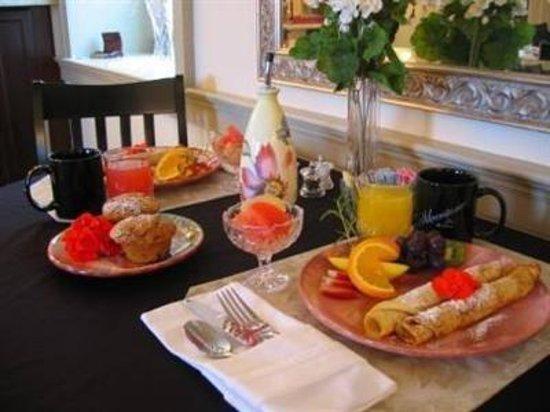 Silverstone Inn & Suites: Breakfast!