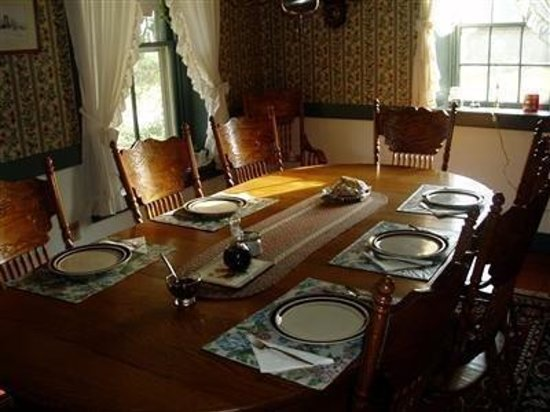Blue Rock Bed and Breakfast: Main Dining Room