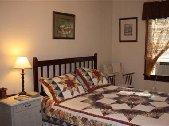 The Alexander Benjamin House Country Lodging: Guest Room -OpenTravel Alliance - Guest Room-