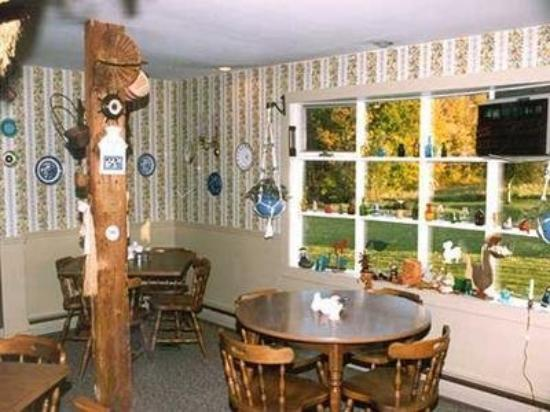 Combes Family Inn: Dining Area