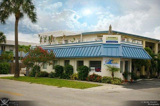 Blue Wave Motel Suites