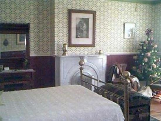 The Russell Cooper House: Guest Room