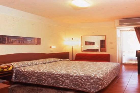 Concorde Hotel: Guest Room