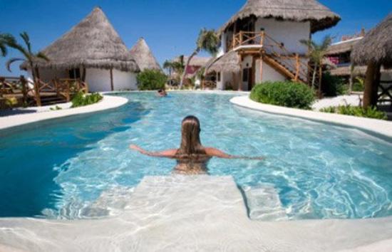 โรงแรมลาส นูเบส เด โฮลบ็อกซ์: pool