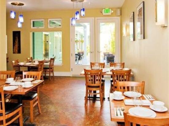 Pacific Blue Inn: Interior Dinning Room