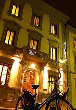 Hotel Bonifacio: Exterior View