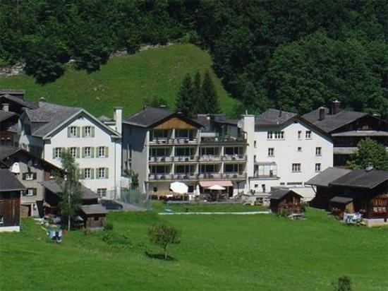 Hotel Elmer: The Hotel