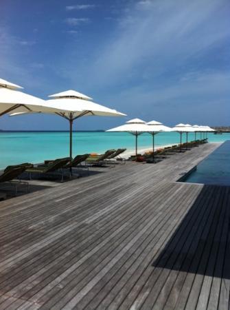 Anantara Kihavah Maldives Villas : Lazy days by the pool