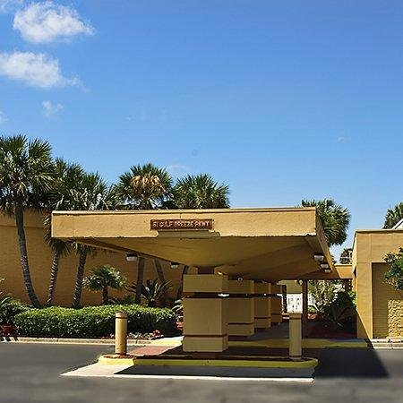 Quality Inn and Suites Gulf Breeze FLExterior