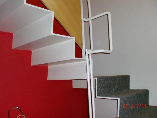Reflet's Kusatsu: メゾネットタイプの部屋の階段